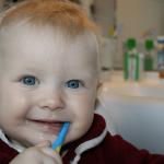 歯磨きする赤ちゃんの画像