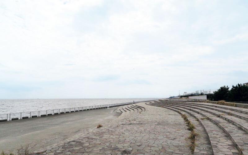 高洲海浜公園の側の海岸