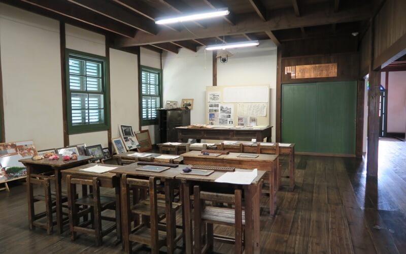 旧中込学校の内部