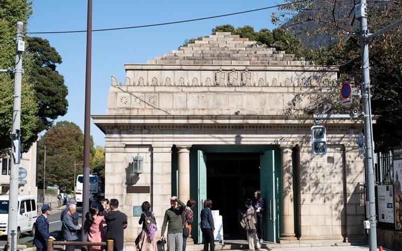 博物館動物園駅