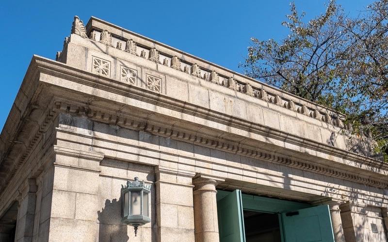 博物館動物園駅の外観