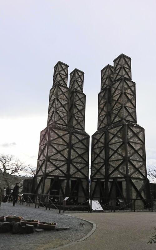 韮山反射炉は鉄骨とレンガの外観