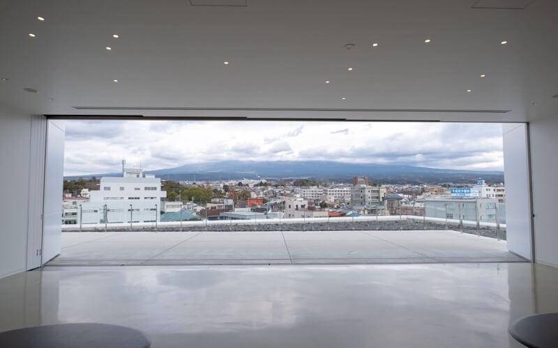 富士山世界遺産センターのテラス
